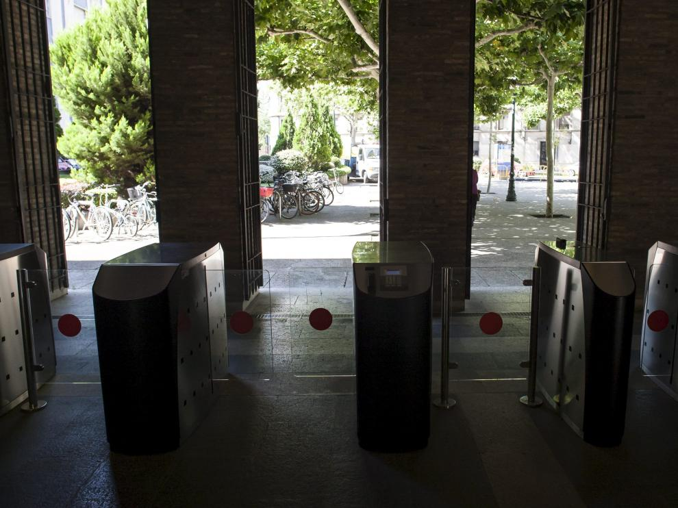 Acceso al edificio Pignatelli, sede del Gobierno de Aragón
