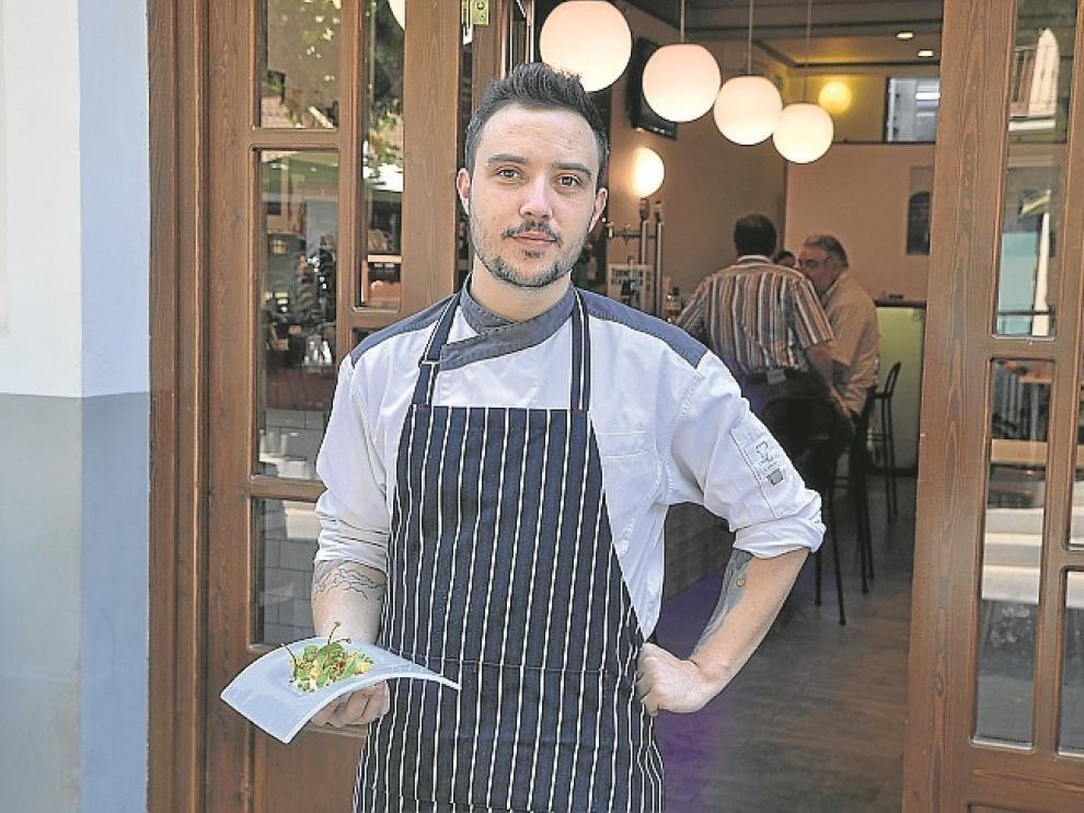 Rafael Bautista, el cocinero del gastrobar Victoria.