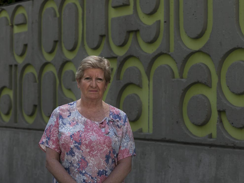 Concepción Ferre, frente a la sede del Colegio de Médicos de Zaragoza