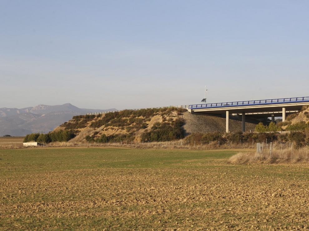 Talud próximo a Siétamo, donde termina la autovía Huesca-Lérida.