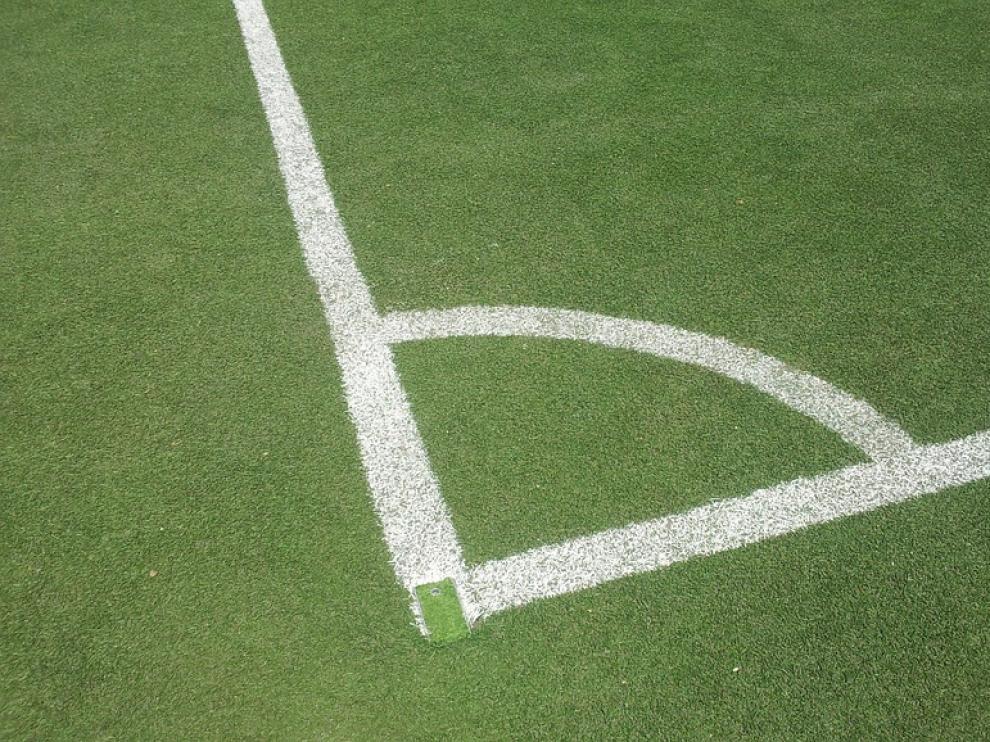 La instalación de césped artificial en los campos de fútbol y de rugby se ha llevado a cabo en ocho semanas.