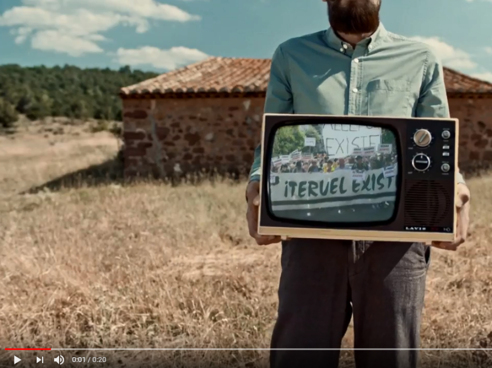 Frame del spot de Ikea 'Teruel existe y las novedades de Ikea también'