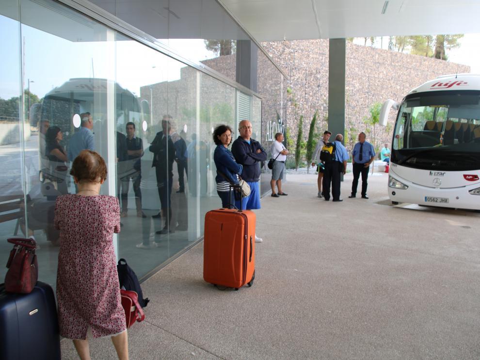 Los usuarios ya hicieron uso ayer de la nueva estación de autobuses de Alcañiz.