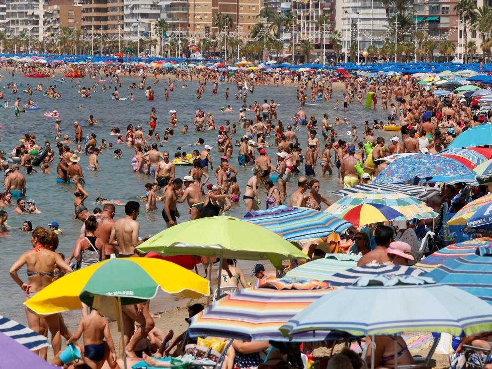 La playa de Benidorm, llena de turistas durante el día 3 de agosto de este año.