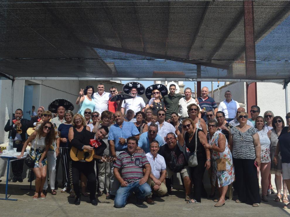 Despedida festiva al ritmo de las jotas y los mariachis