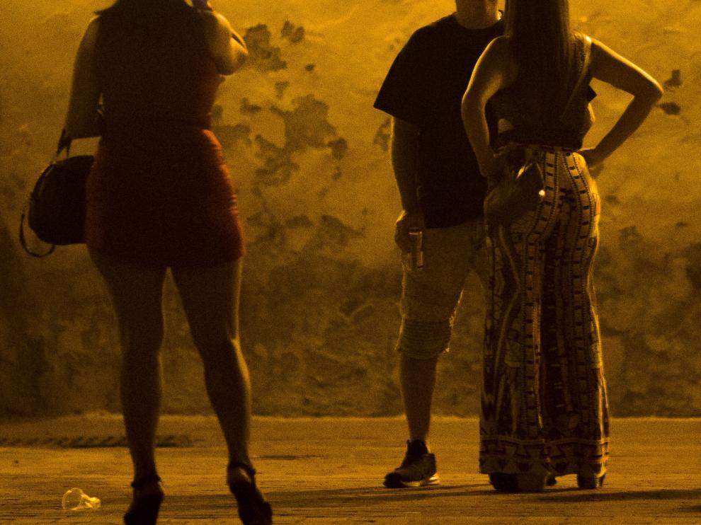 El documento no especifica si la prostitución, una actividad ilícita en España, quedaría amparada bajo el sindicato.