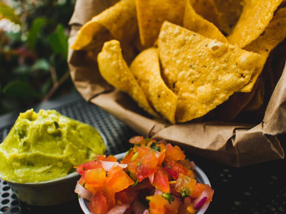 El guacamole es una de las salsas favoritas para acompañar cualquier reunión con amigos.