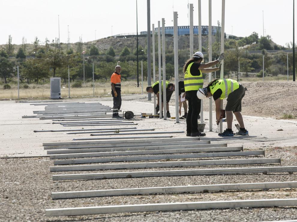 Ya han comenzado los preparativos para montar en el recinto ferial de Valdespartera.