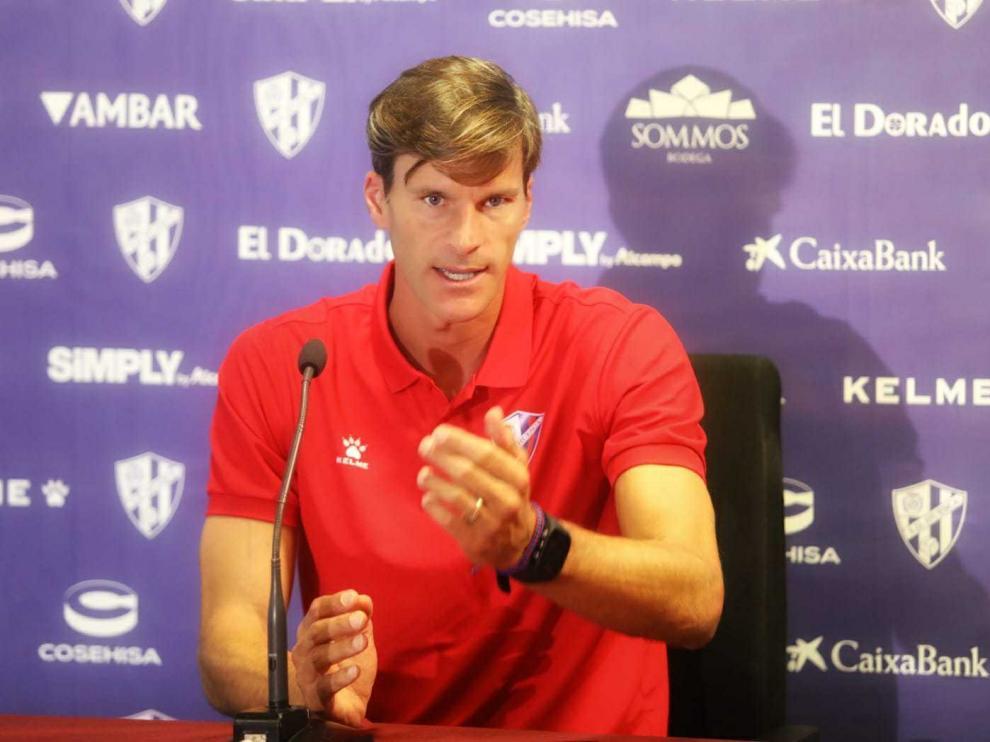 Leo Franco, entrenador de la SD Huesca, en rueda de prensa.