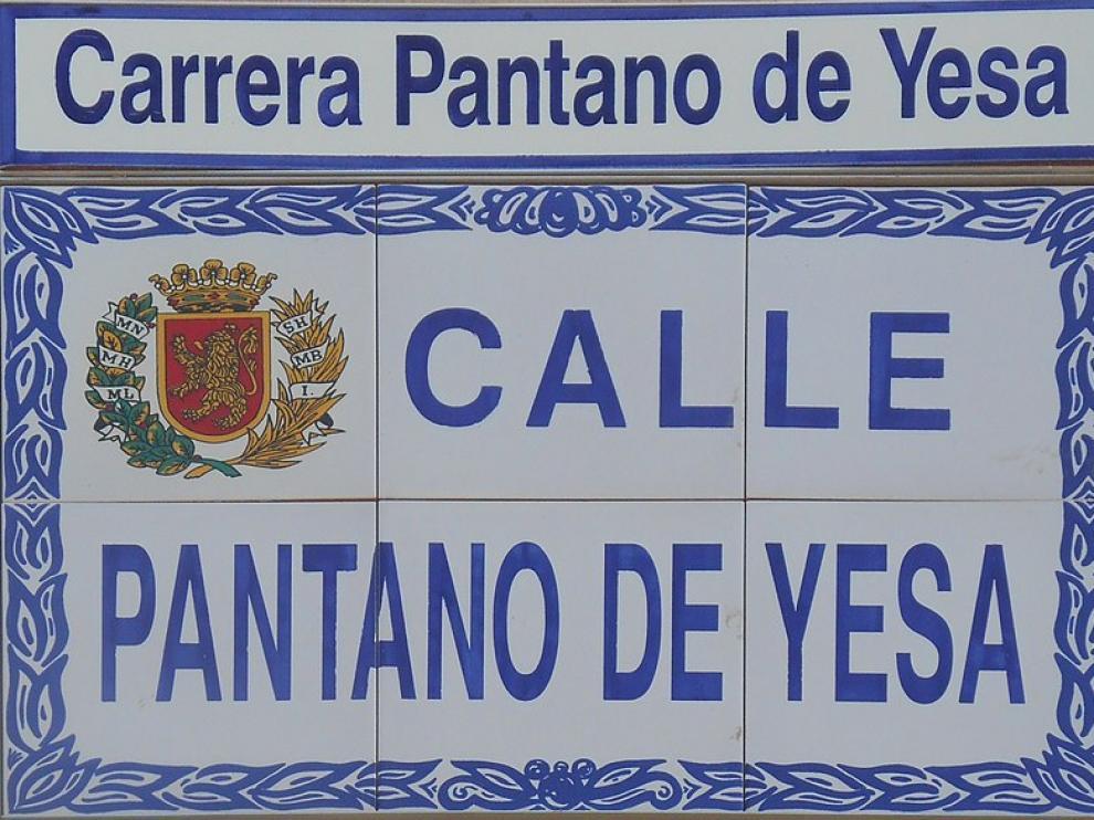 Las calles cuentan con una doble denominación en español y aragonés