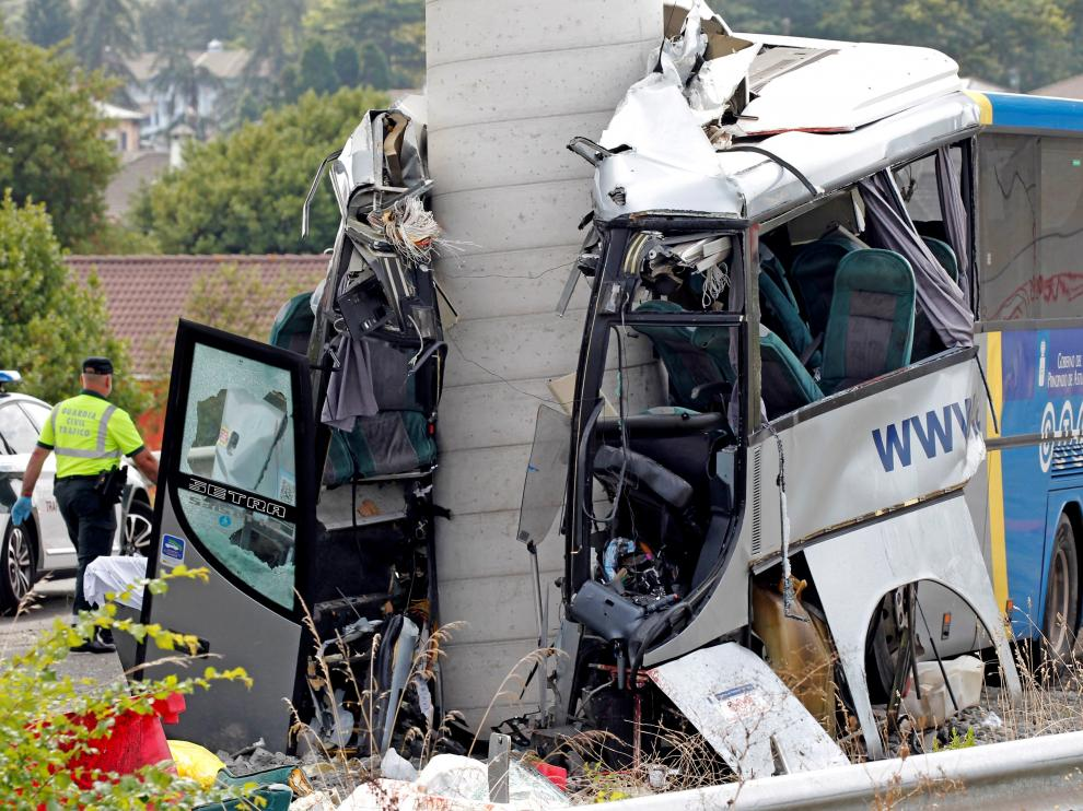 Brutal choque de un autobús en Avilés