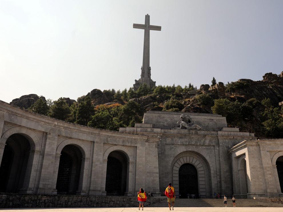 Franco está enterrado en el Valle de los Caídos desde hace 43 años, en una tumba pública de la que la familia carece de título.