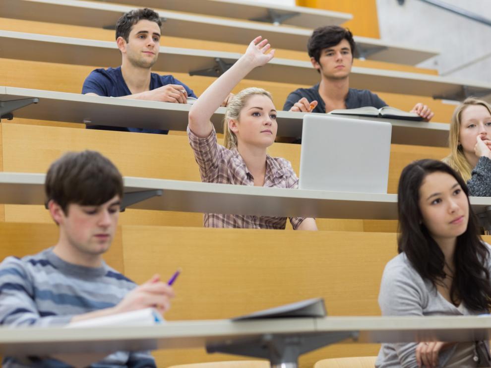 El 75% de los jóvenes considera que las oportunidades laborales en el extranjero son mejores.