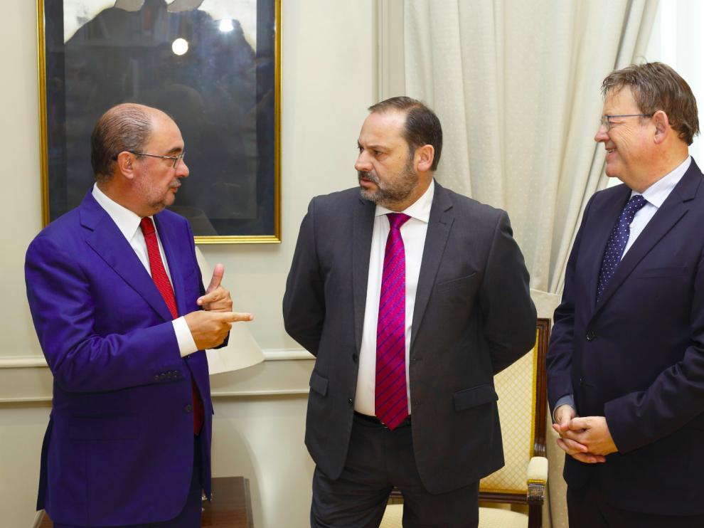Javier Lambán, José Luis Ábalos y Ximo Puig, este miércoles, en el ministerio de Fomento