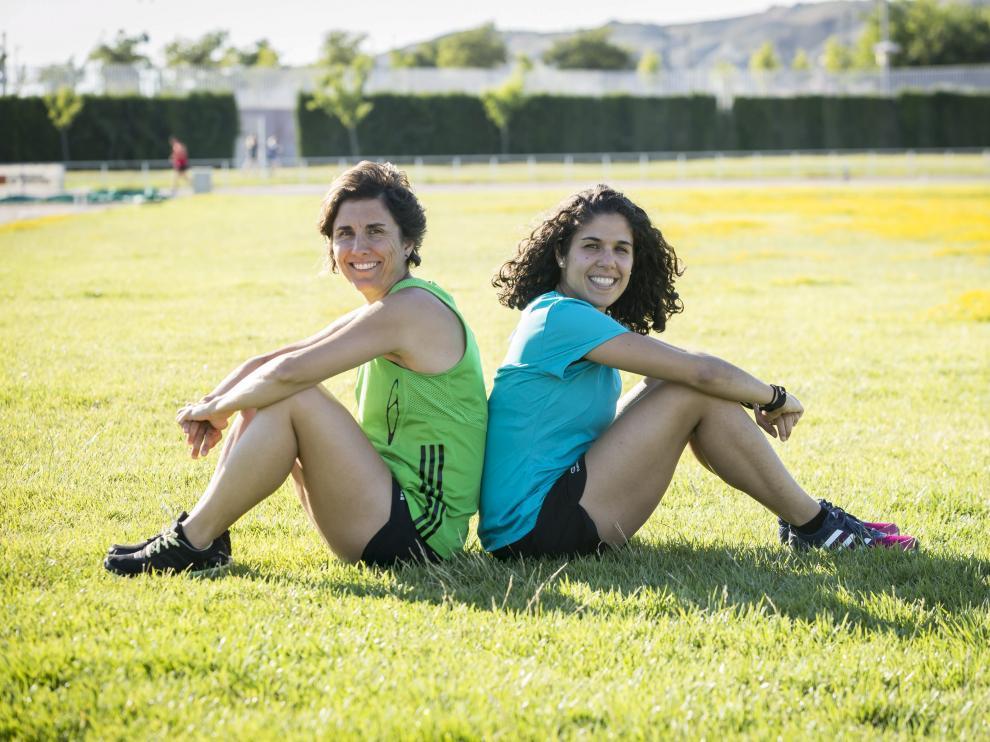 Marta Frías (izquierda) y Paola Cebollada posando en la imagen