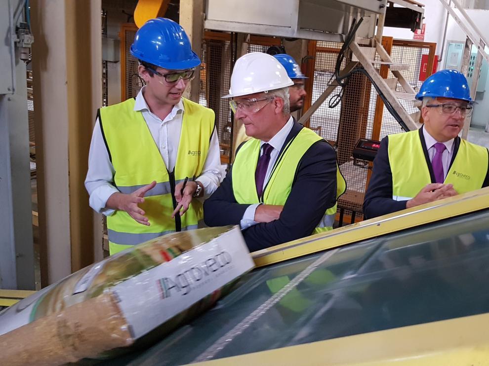 Visita del consejero Olona a las instalaciones de Agroveco en Casetas.