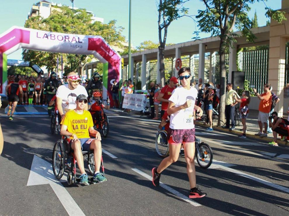 Jorge Murillo, en silla de ruedas, en la carrera solidaria 10K Bomberos de hace dos años en Zaragoza.