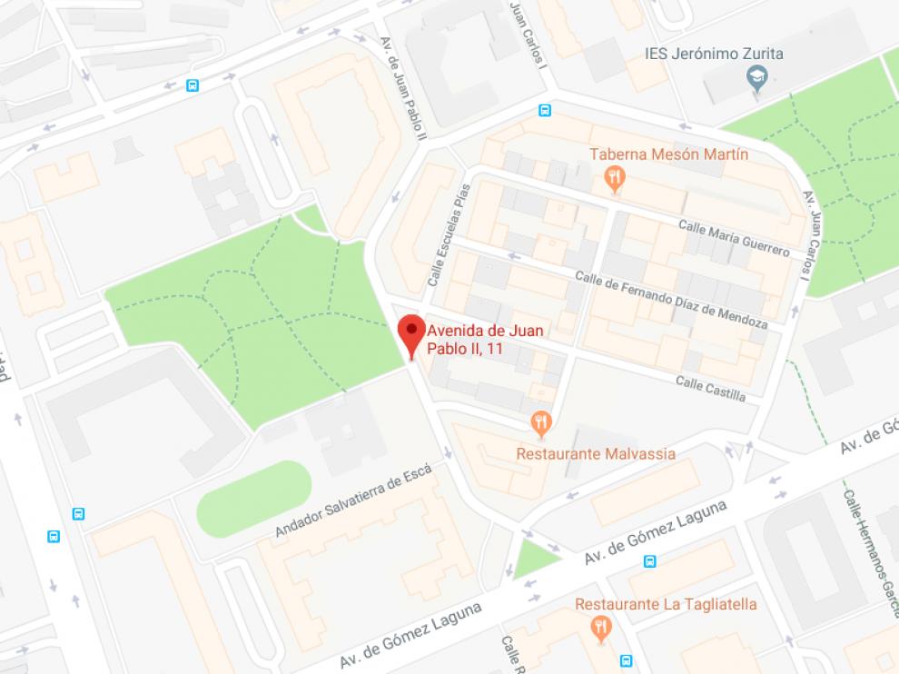 El atropello se ha producido en la calle Juan Pablo II, a la altura del número 11.