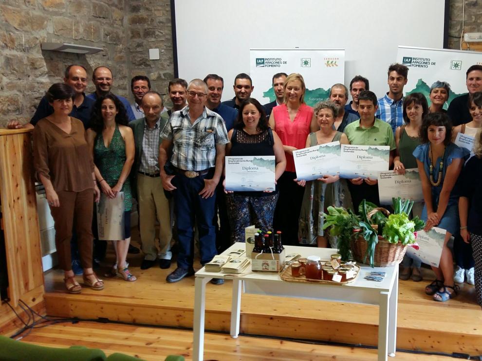 Marta Gastón, consejera de de Economía, Industria y Empleo, con los participantes de la primera edición.