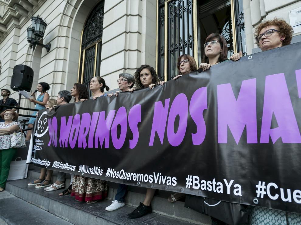 Imagen de archivo de una concentración contra la violencia de género en Zaragoza.