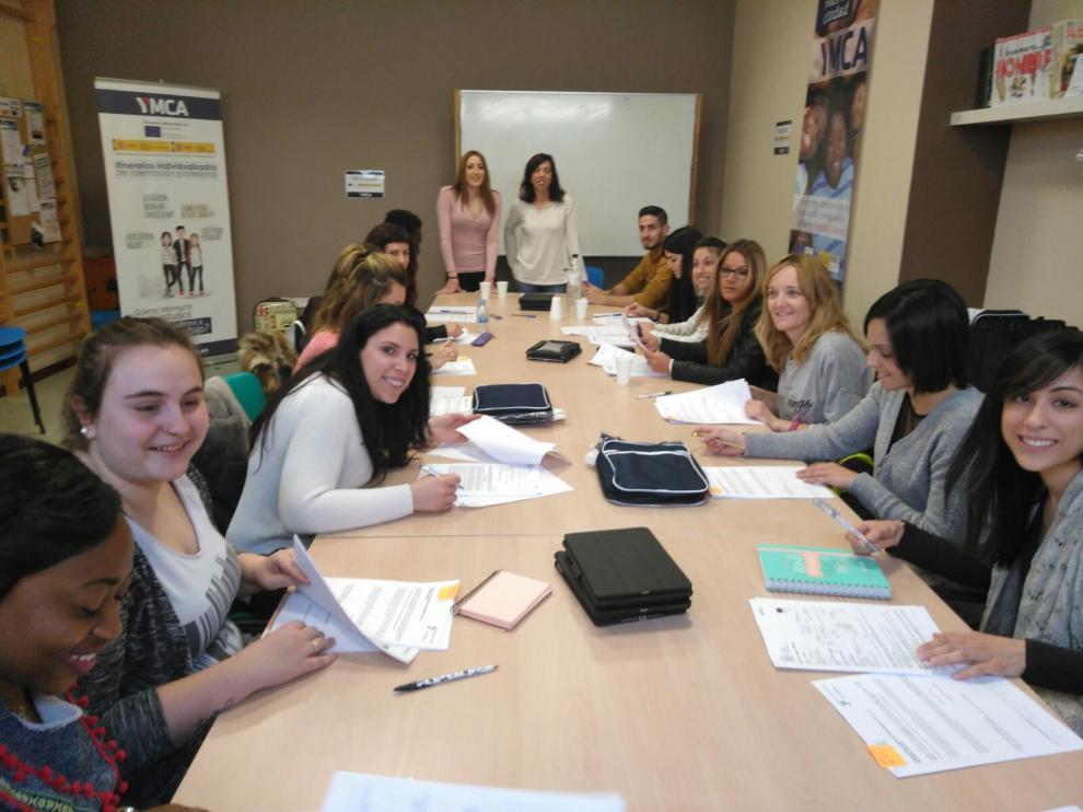 Algunas de las personas que han acudido a YMCA Huesca en busca de una oportunidad.