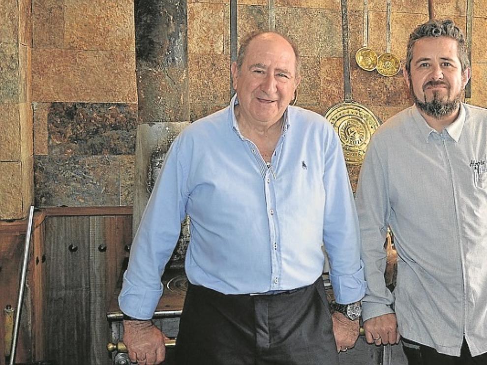 Alberto Lozano (derecha) y su padre.