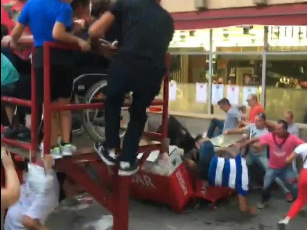 Una vaquilla hiere a cinco personas en un encierro en Mallén