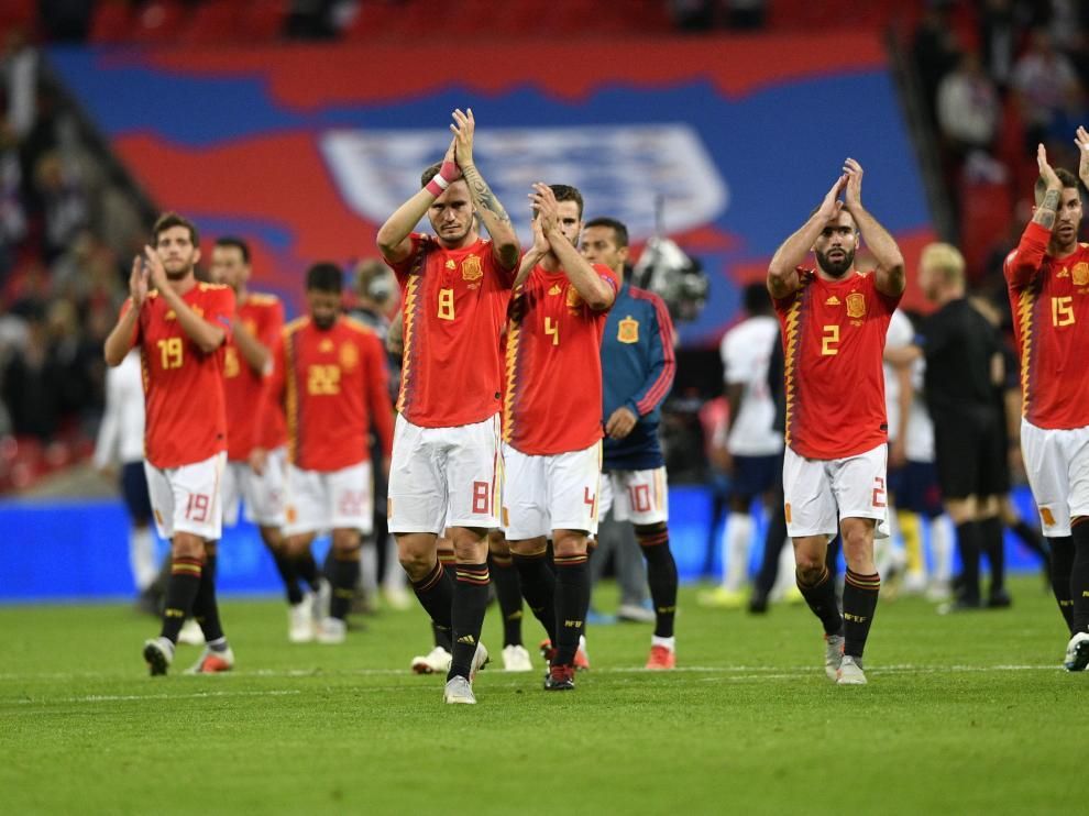 Los jugadores de la selección española tras la victoria ante Inglaterra.