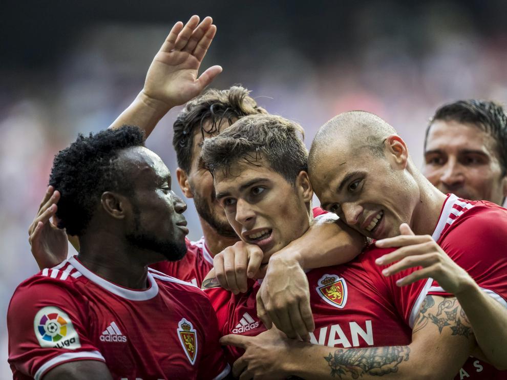 Celebración del gol de Alberto Soro, que estrenó su cuenta particular de manera oficial.