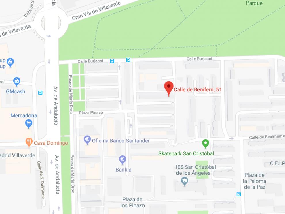 La mujer ha muerto a las puertas de una peluquería de la calle Beniferri de Madrid.