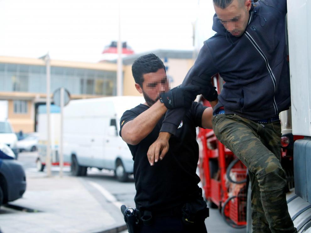 La Operación Feriante se puso en marcha esta madrugada para evitar el embarque ilegal de inmigrantes hacia Europa.