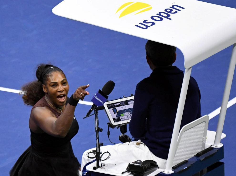 Serena Williams, increpando al juez de silla.
