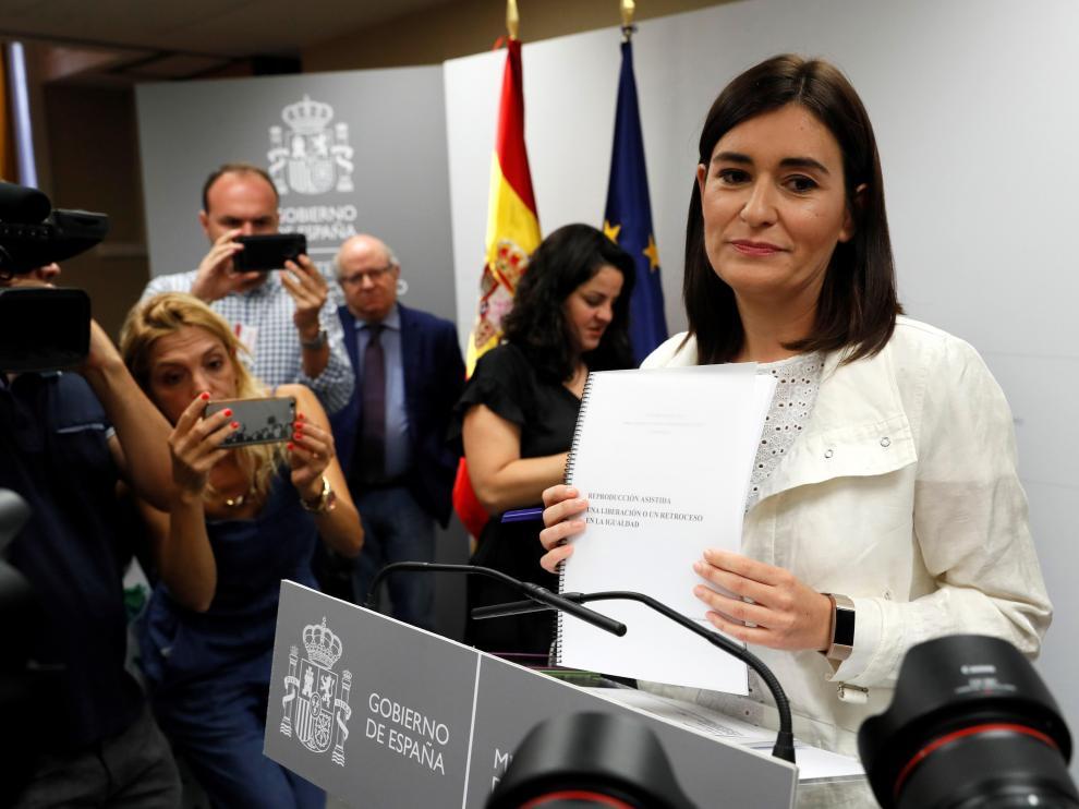 Carmen Montón, ministra de Sanidad, en la comparecencia que dio para aclarar el asunto de su máster.