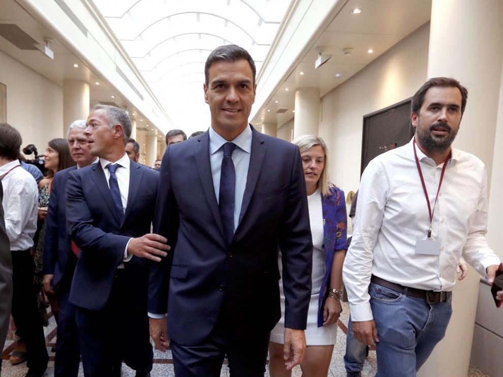 Sánchez descarta cesar a Montón y trata de aplacar las presiones para que dimita