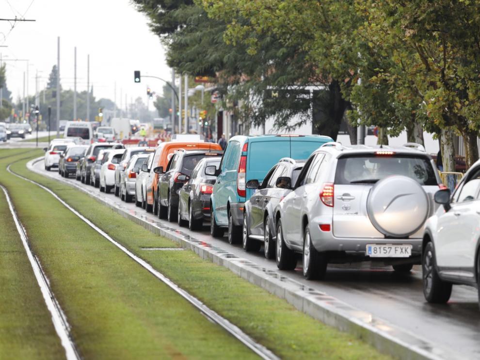a las obras pra acometer la canalización eléctrica, lo que obliga a que permanezca cerrado al tráfico un carril en Vía Ibérica en sentido salida de Zaragoza.