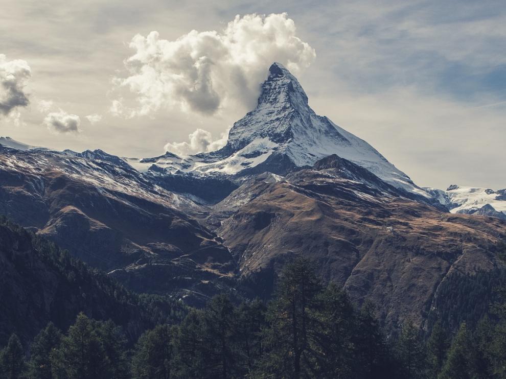 Pico Matterhorn en los Alpes suizos