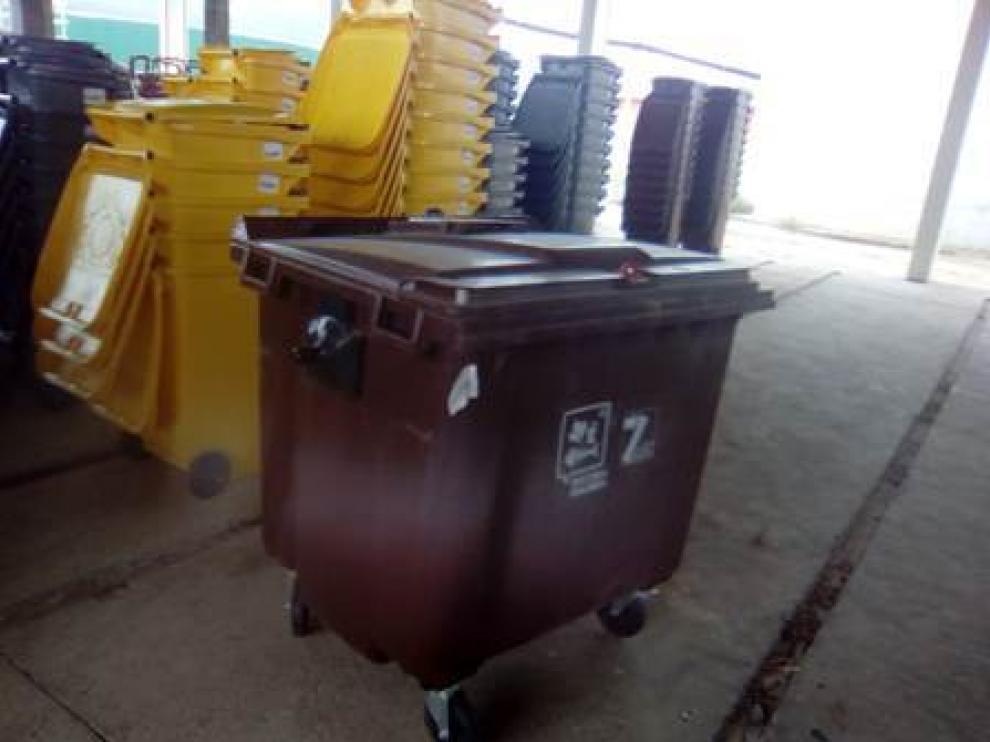 Los contenedores serán marrones, con capacidad para 10 litros.