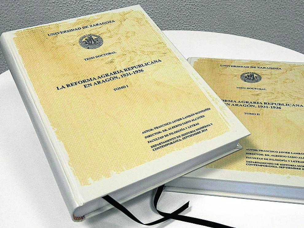 Los dos tomos que contienen la tesis doctoral de Lambán.