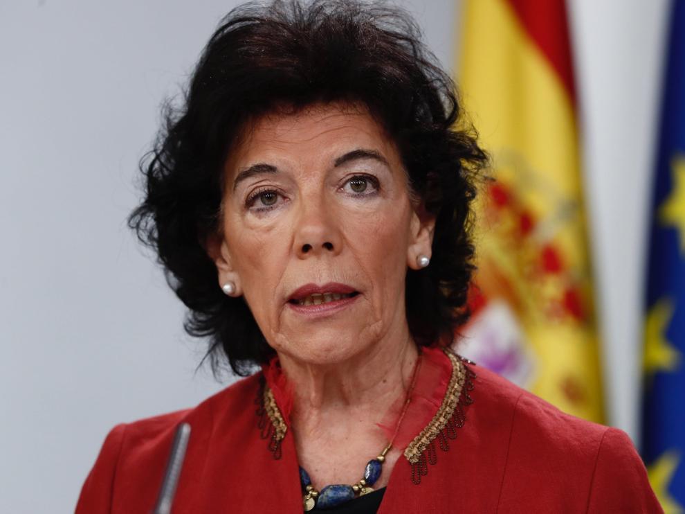 La portavoz del Gobierno, Isabel Celaá, en rueda de prensa este viernes.