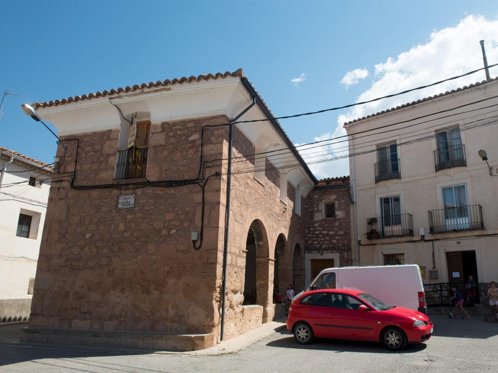 Jorge Gargallo, a las puertas de la casa de turismo rural que regenta con su esposa.