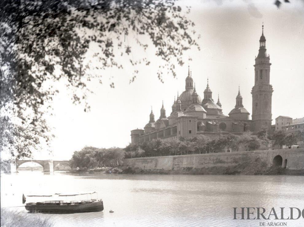 Vista de la Basílica del Pilar con una sola torre