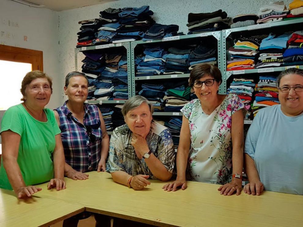 Las voluntarias del ropero de Pina han vuelto al trabajo.