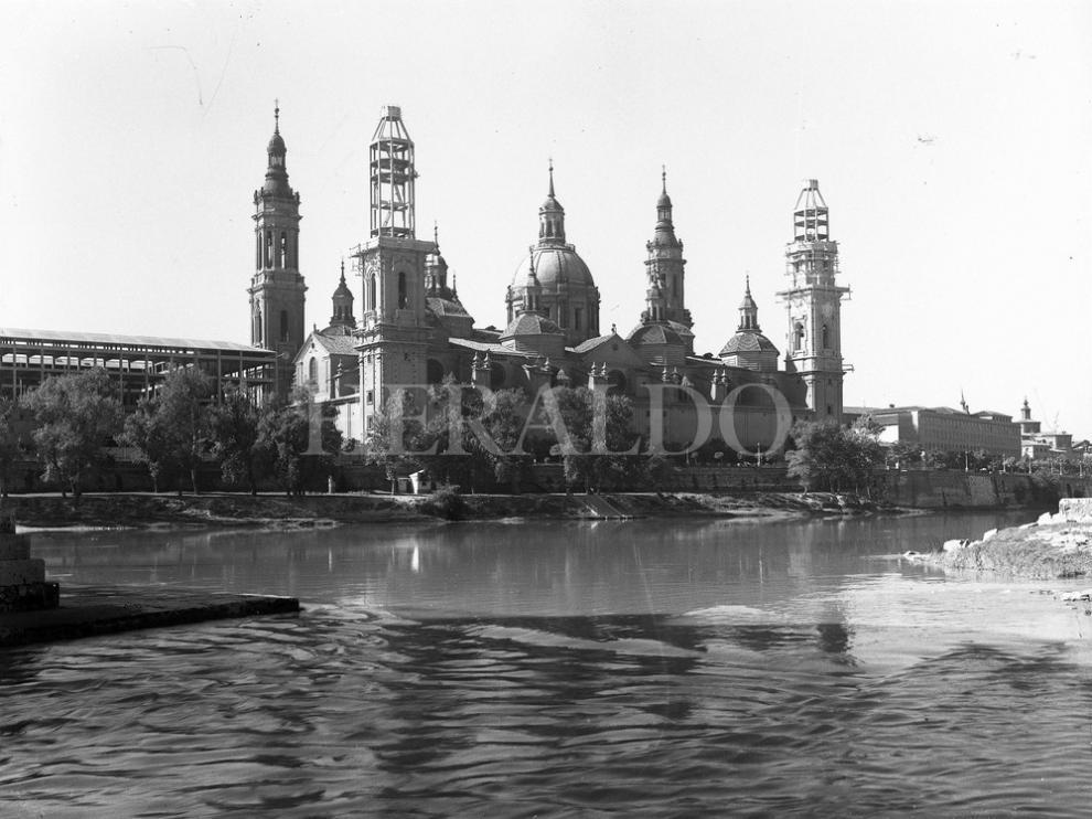 Las basílica del Pilar con las torres en obras