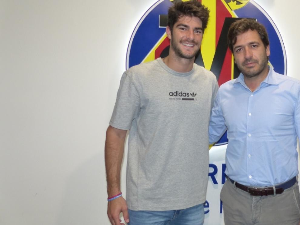 Melero, junto al consejero delegado del Villarreal, Fernando Roig.