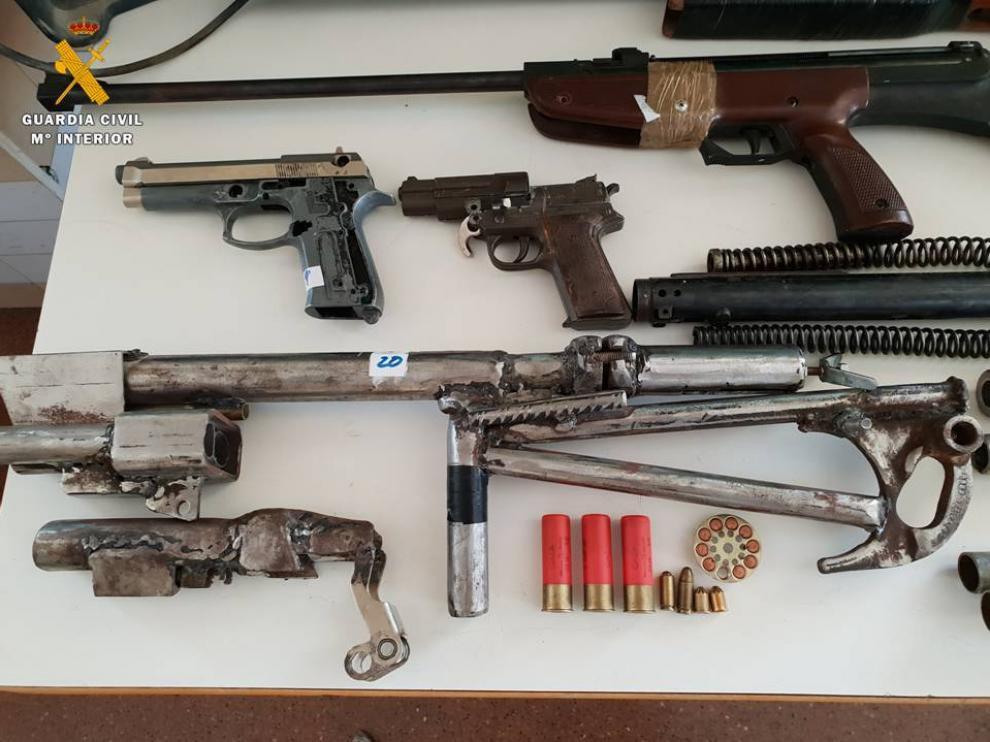 Foto de las piezas incautadas en la casa del detenido en El Sabinar.