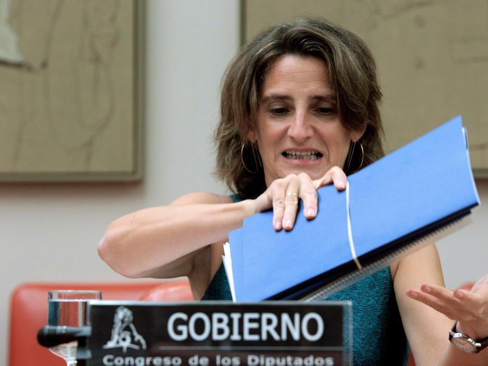 La ministra de Transición Ecológica, Teresa Ribera, durante su comparecencia en la Comisión para informar de la nueva regulación del bono social eléctrico, esta tarde en el Congreso de los Diputados.