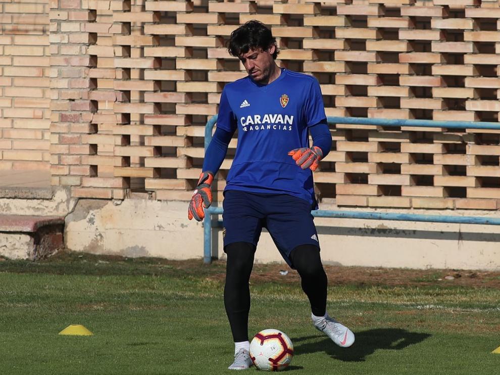 Cristian Álvarez, durante un entrenamiento del Real Zaragoza