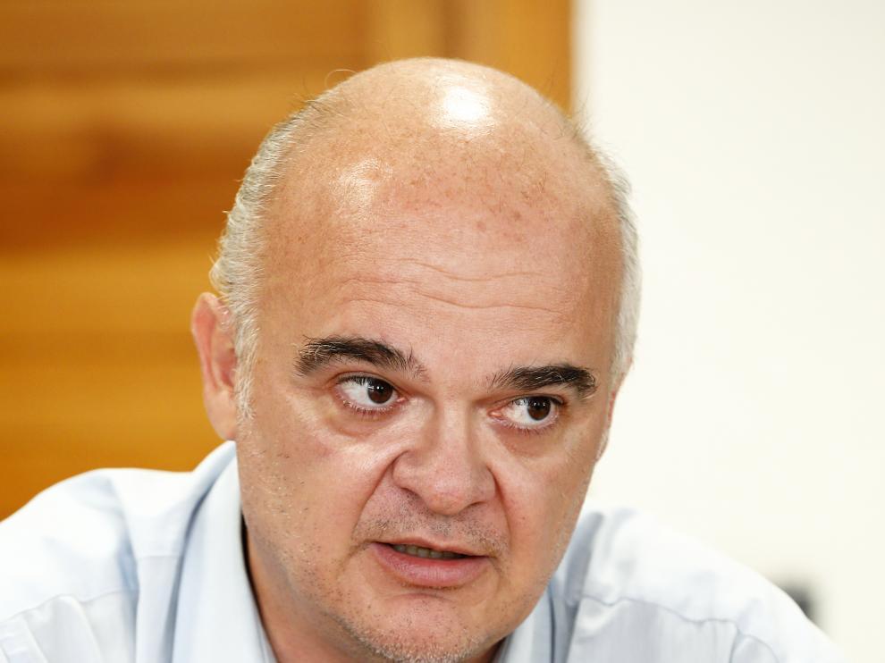Julio Tejedor, en su despacho de la DGA, durante la entrevista.