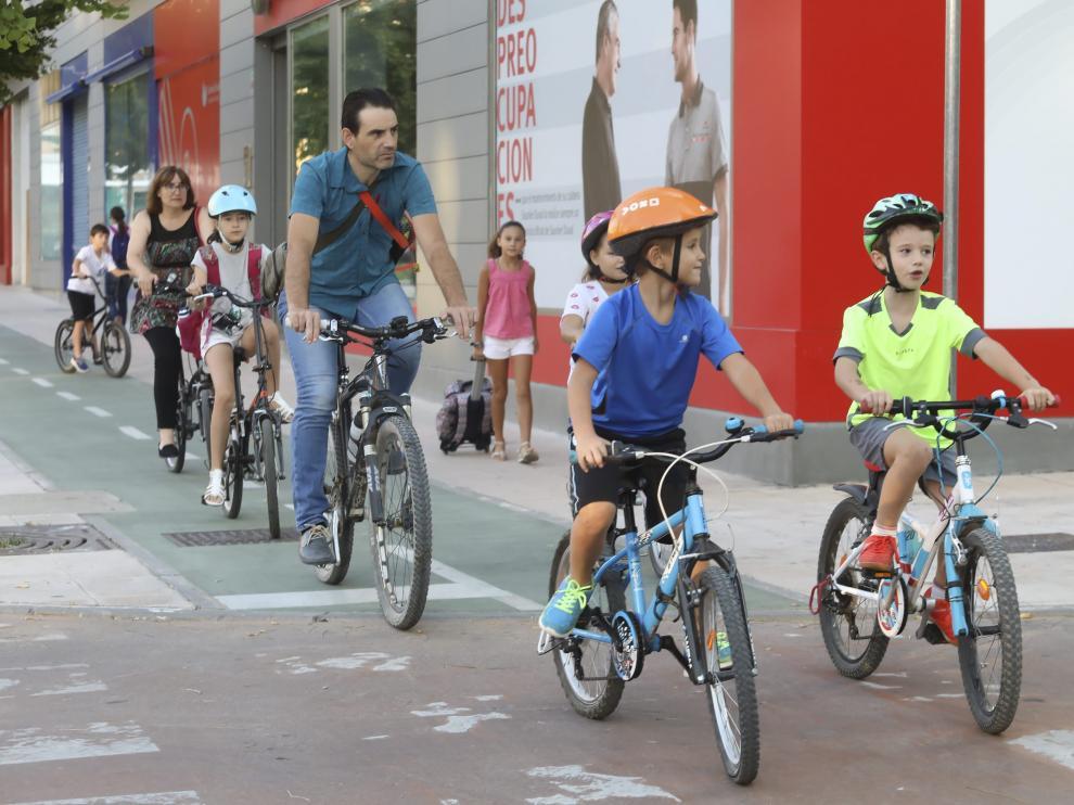 Escolares del Pirineos quedaron este viernes para ir en bici usando las rutas de 'Todos juntos a la escuela sin coche'