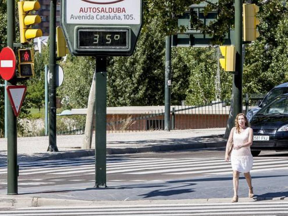 Imagen de archivo de una jornada calurosa en Zaragoza.